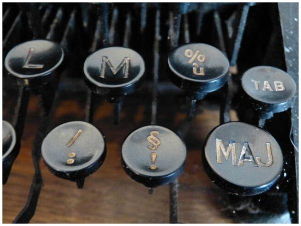détail d'une machine à écrire