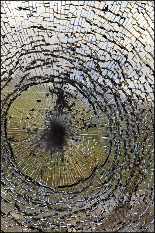 La vitre brisée /1