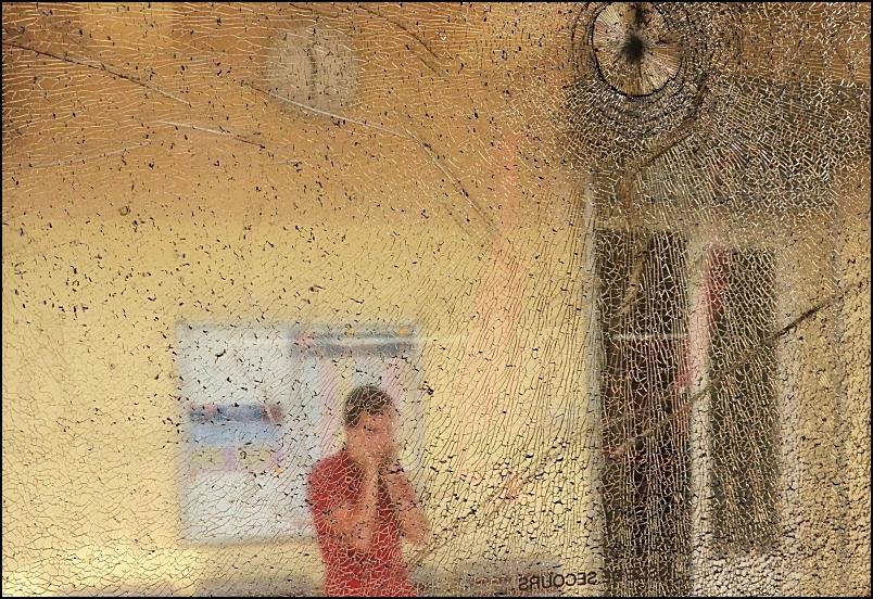 La vitre brisée /2