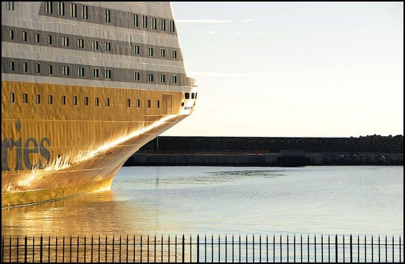 Jaune bateau.