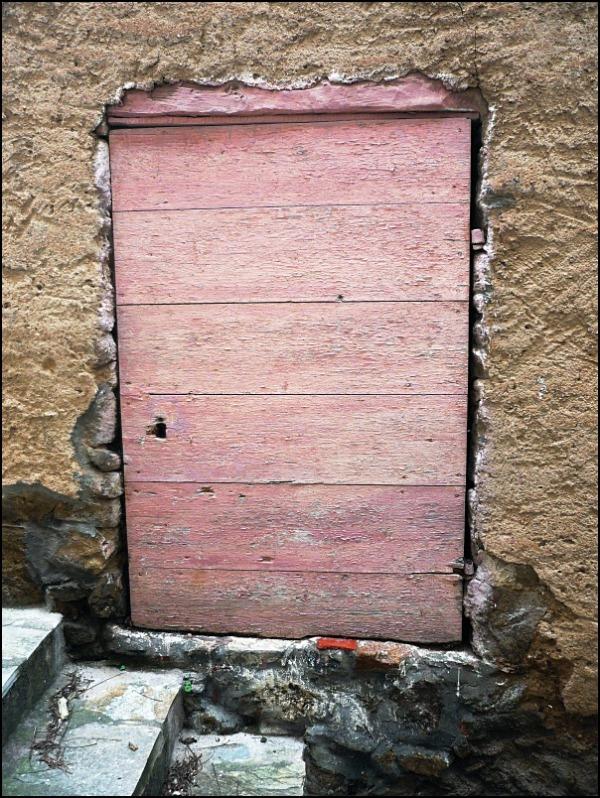 La porte rose.