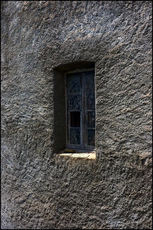 la fenêtre.