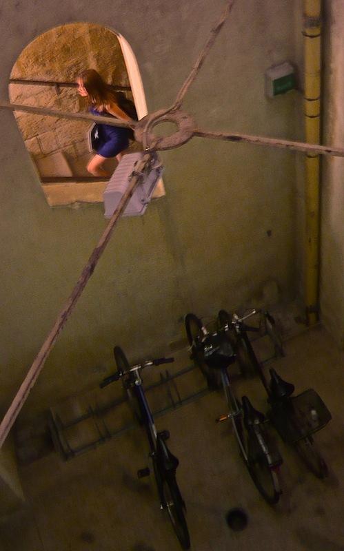 La Jeune-Fille et les 3 Vélos.