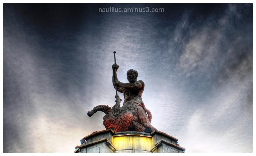 Horr square statue