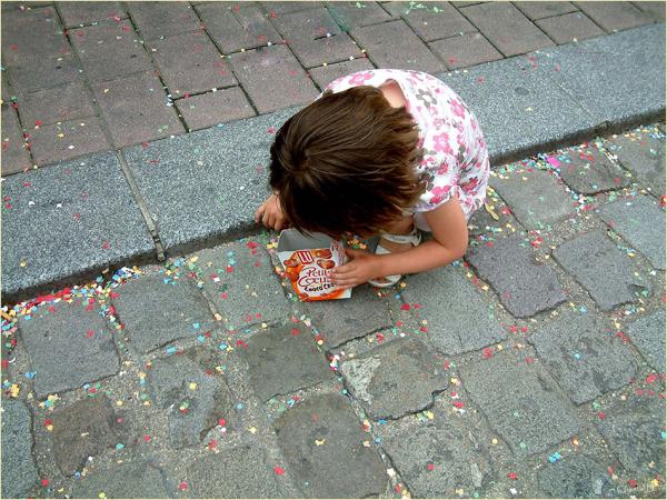La petite fille aux confettis