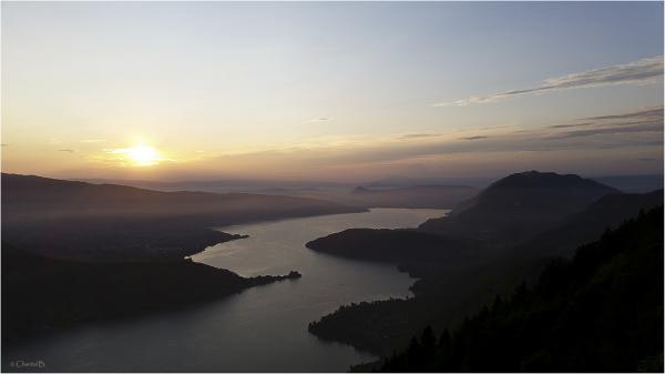 Le Lac d'Annecy au coucher du soleil