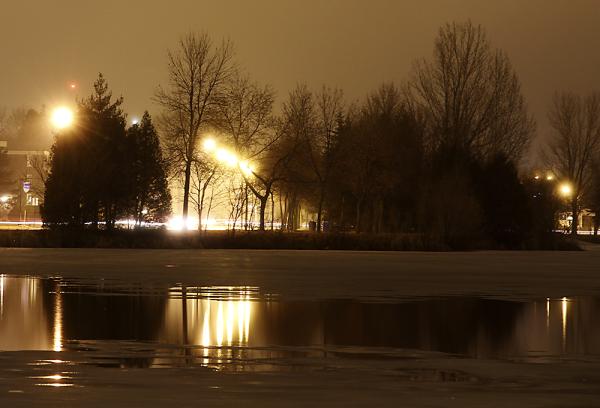 reflets de lumière sur le lac