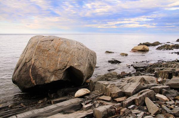 rocher sur le rivage