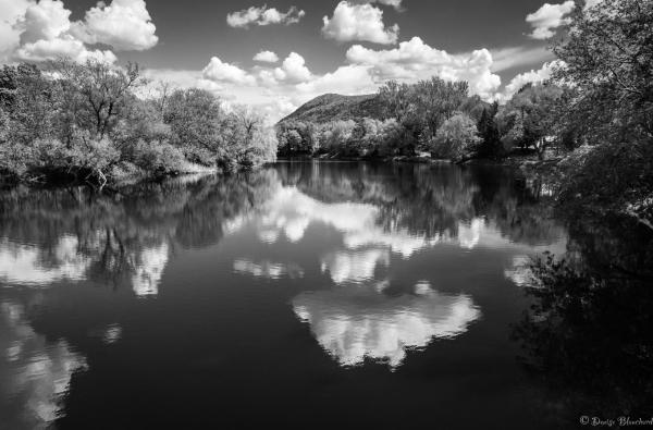 Nuages sur la rivière Noire