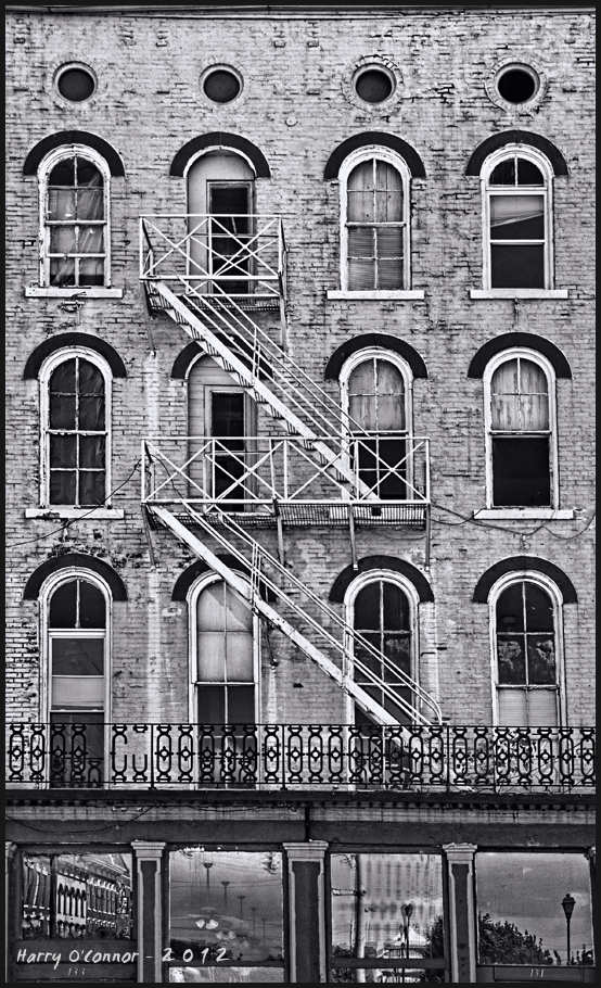 Zigzag fire escape