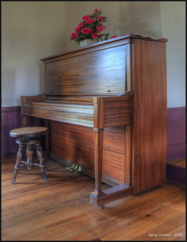 Upright piano
