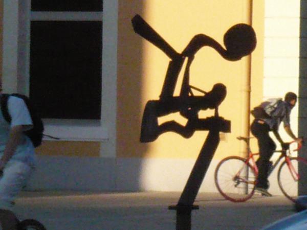 sculpture G. Meurdra parvis de la gare Romans