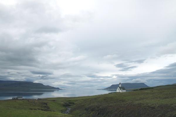 Eglise au bord de l'eau