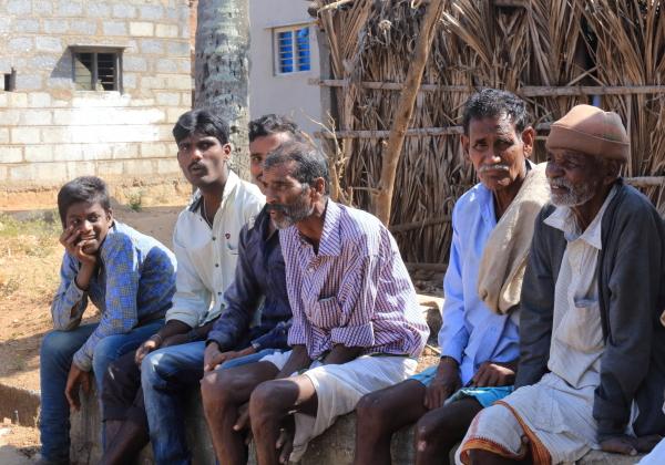 Les hommes du village