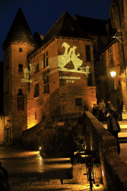 Ville médiévale de nuit