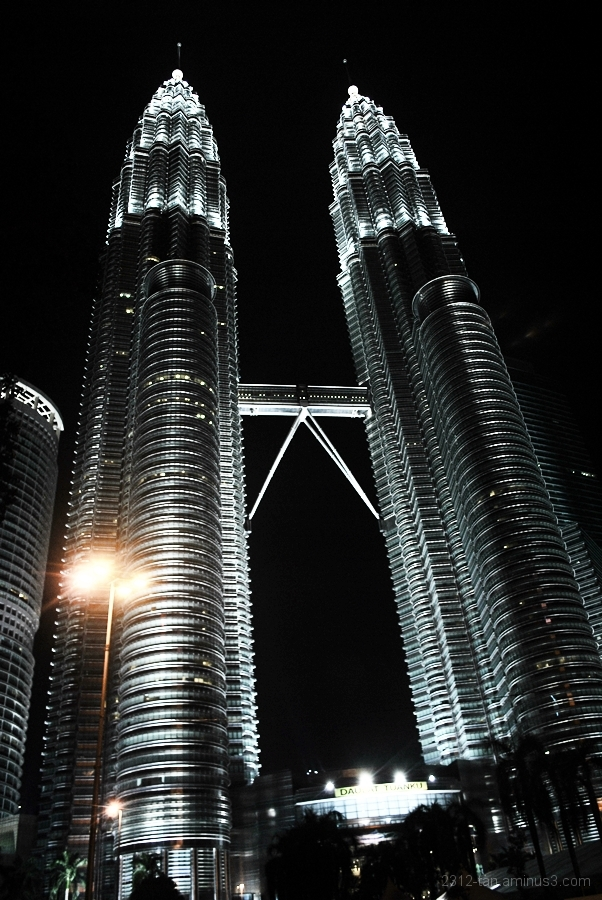 Petronas Twin Tower at night (part 3)