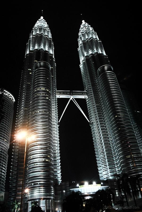 Petronas Twin Tower at night (part 3)