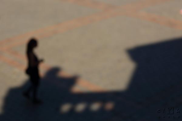 clyk blurred street shadow smartphone flou rue
