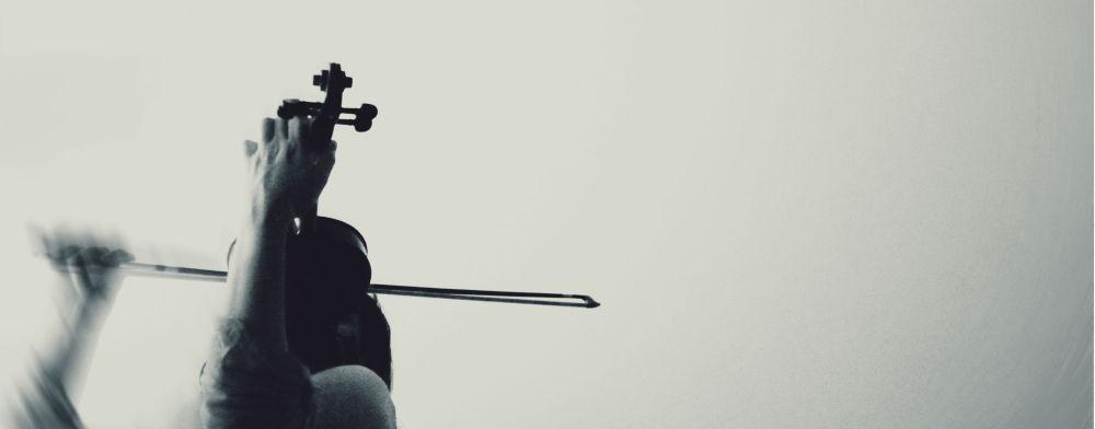 """""""Play me like a violin"""""""