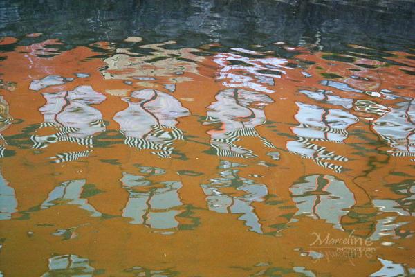 reflets abstrait sur l'eau