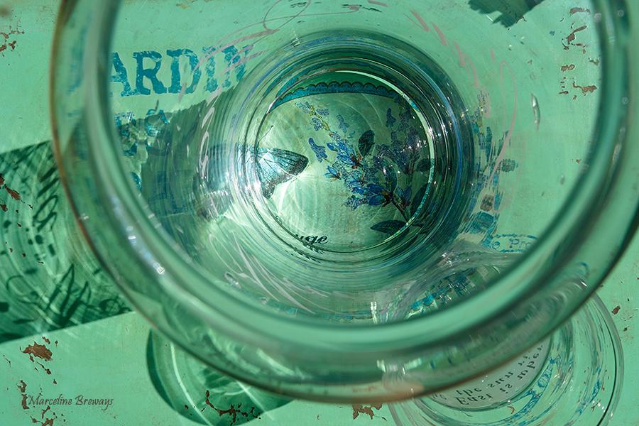 dans le verre