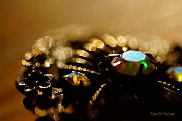 bijou sous la lumière