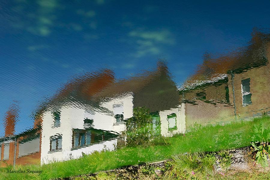 reflet de maison dans la rivière