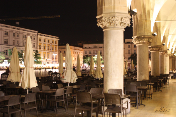 place, cracovie, by night