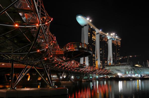 Helix Bridge & Marina Bay Sands (Singapore)