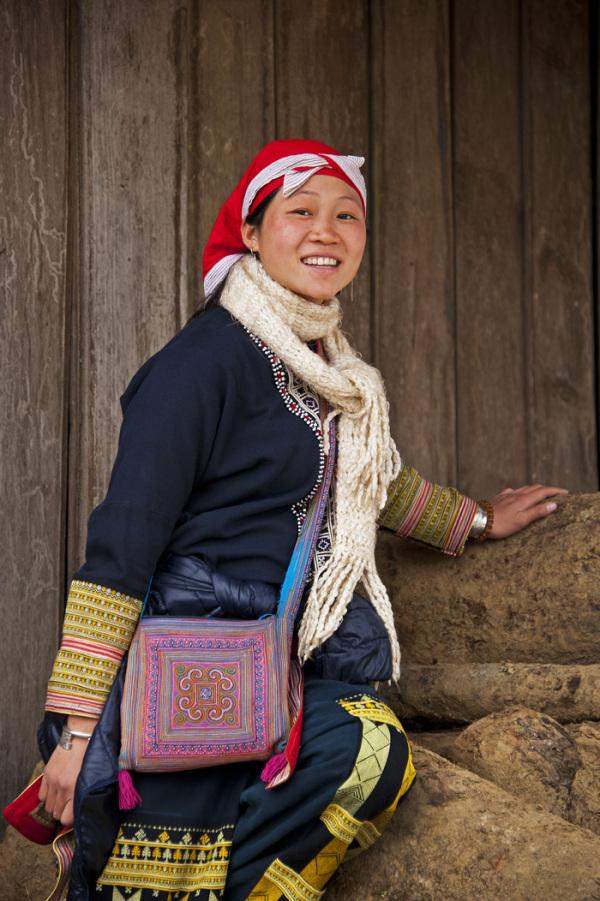 minority tribe lady dress Sapa