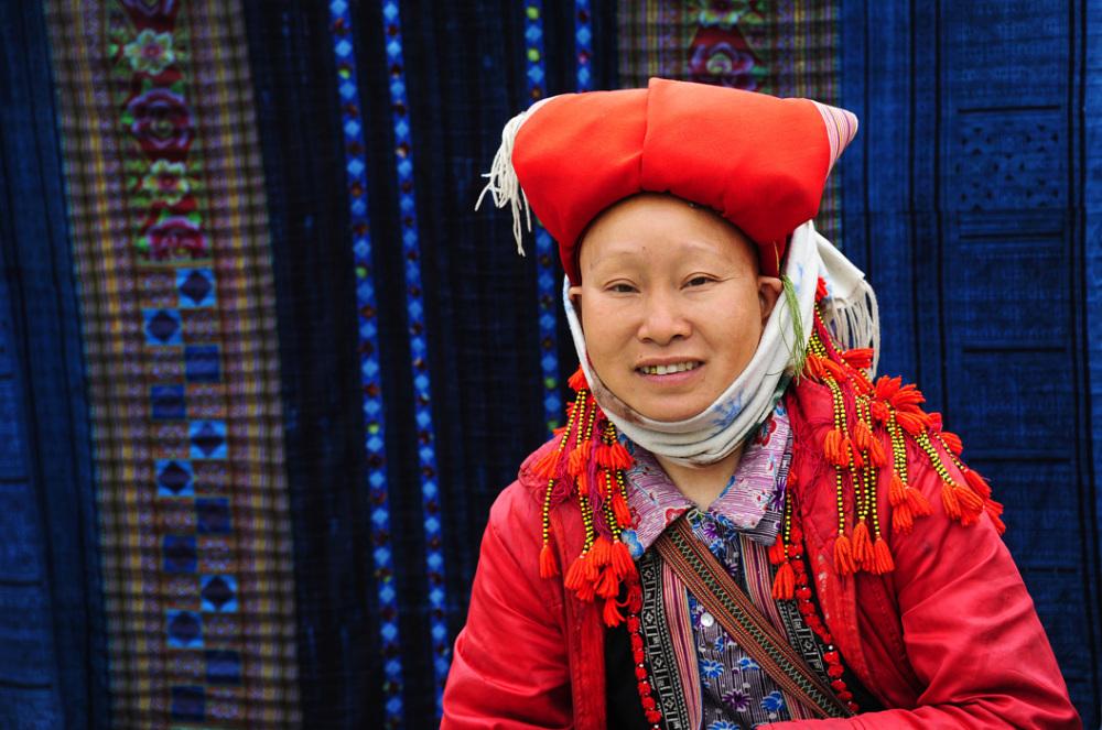 woman minority Vietnam red