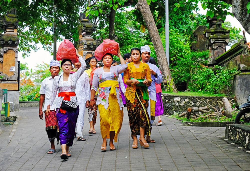 Bearing offerings to Uluwatu Temple, Bali