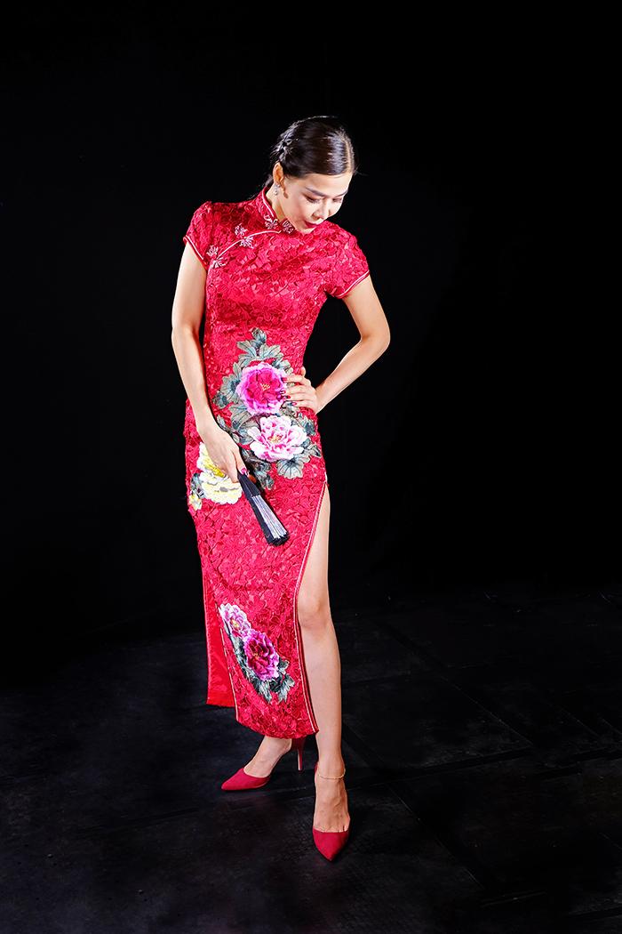 Lady in a red cheongsam