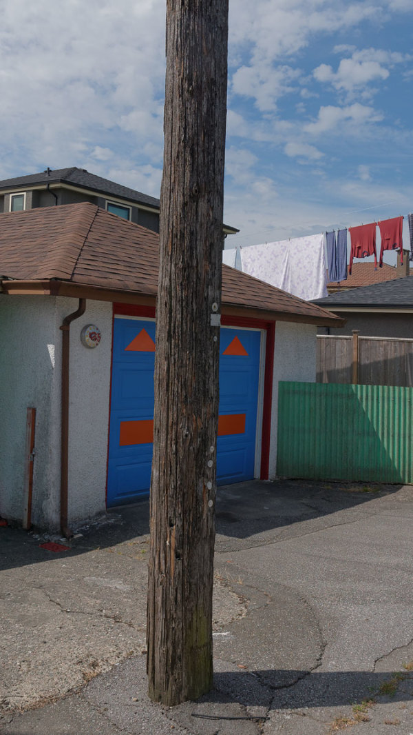 garage, laundry, pole, weeds, line, wash, hanging