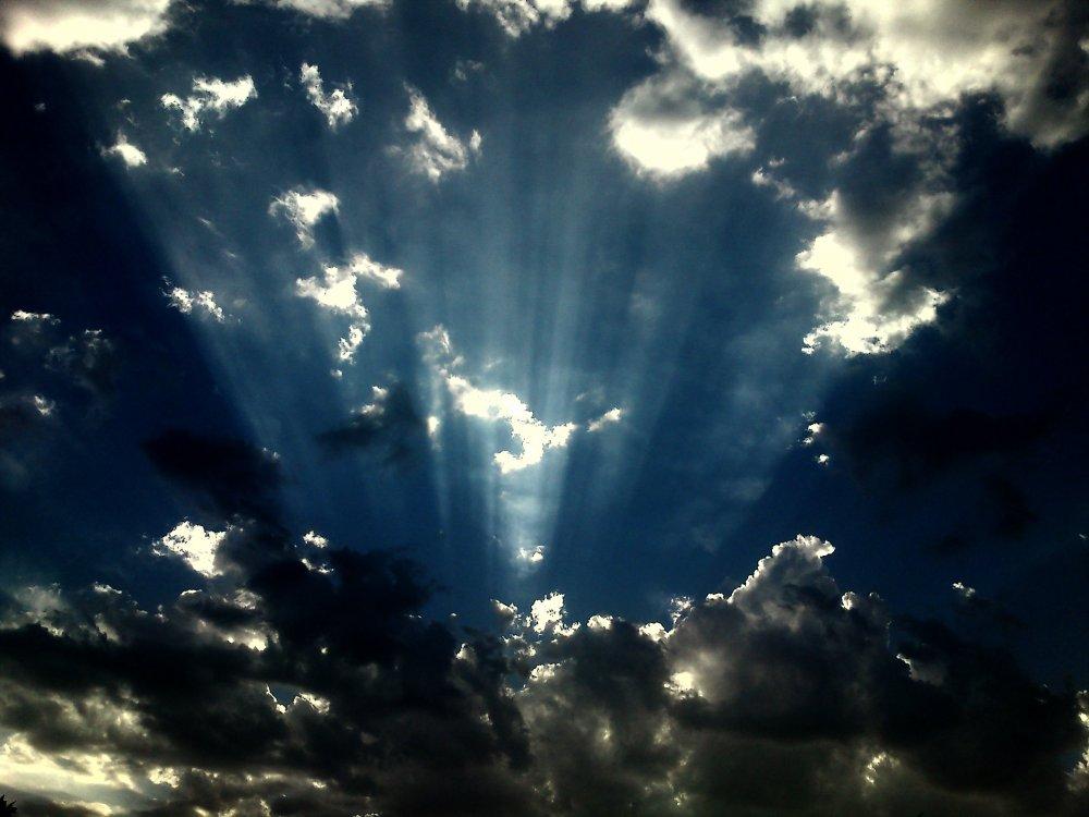 شکم آسمان پاره می شود