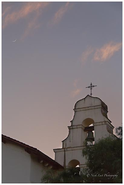 crescnet moon, san juan bautista mission