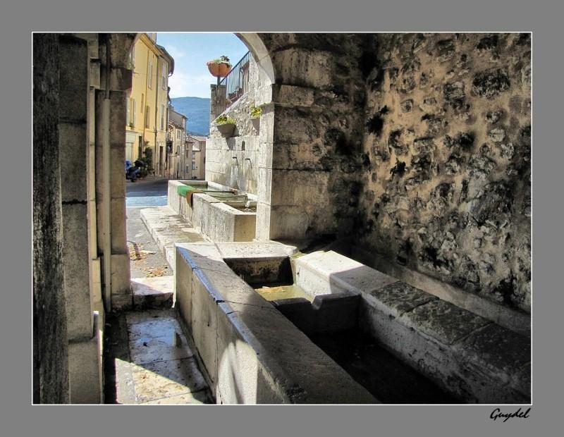 Le Lavoir et la Fontaine de la Baraque ...