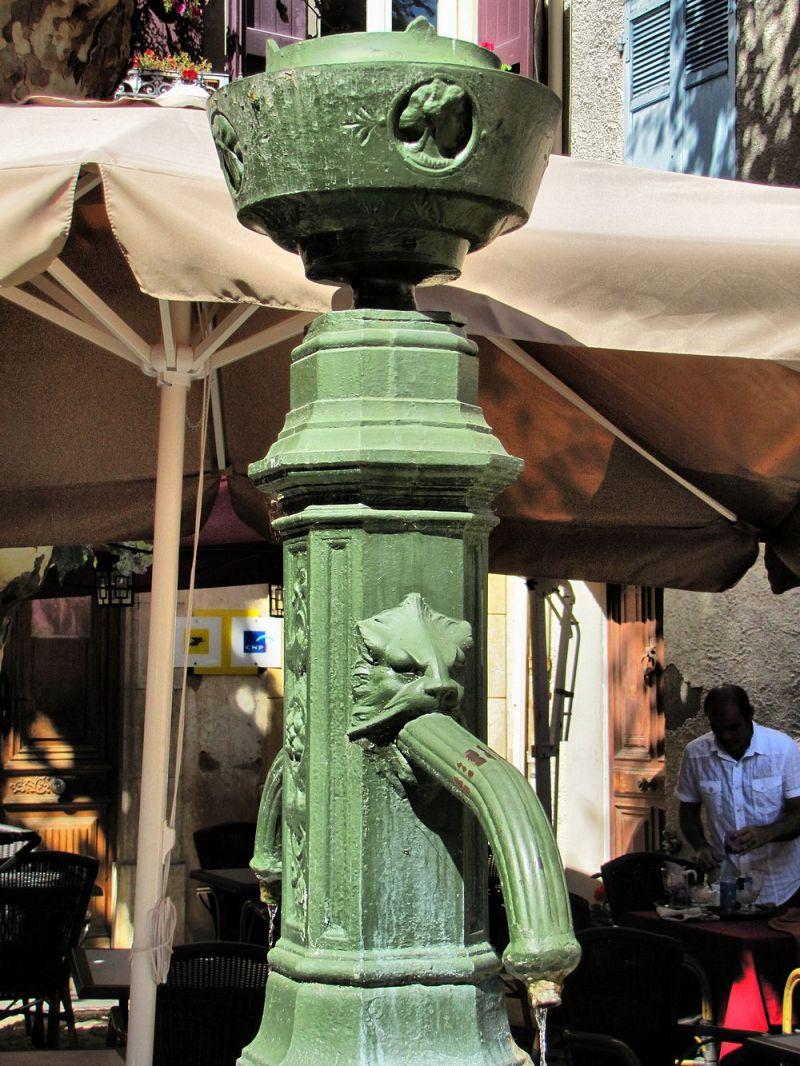 La Fontaine de la Place de la Poste ...