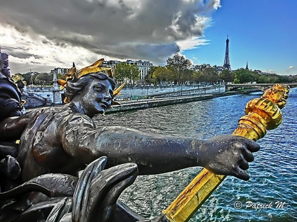 Flambée du pont Alexandre III