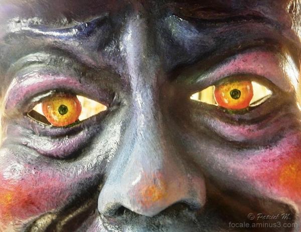 Les yeux dans les yeux , dites moi tout ! !