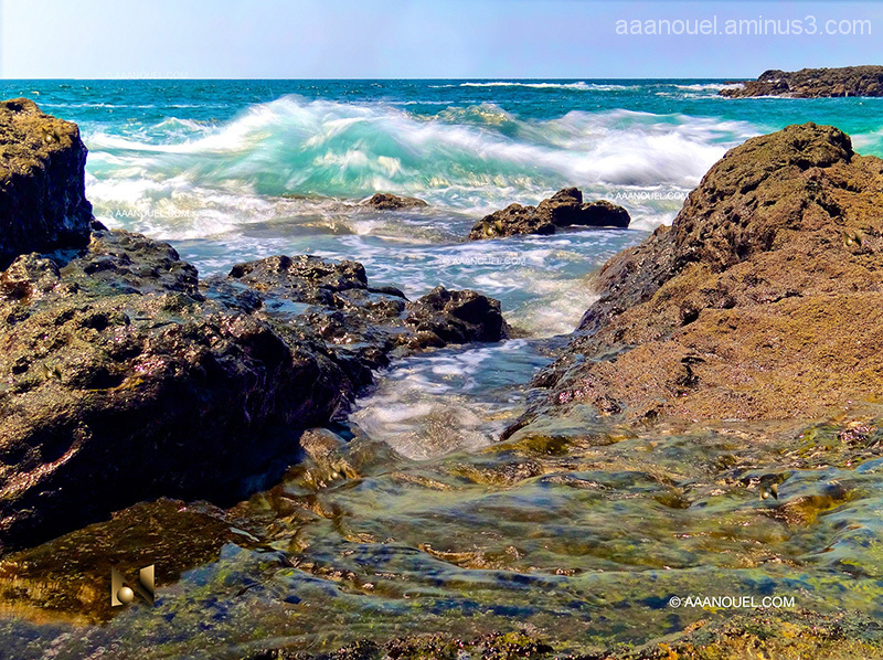 Costa Rica Beach breaking waves pacific ocean