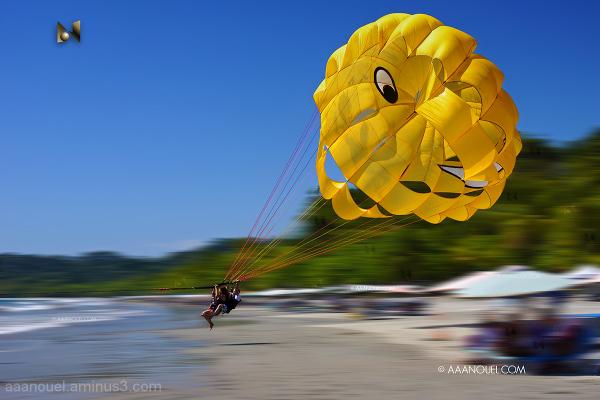 Parasailing Costa Rica III / 1, 2, 3... Go!
