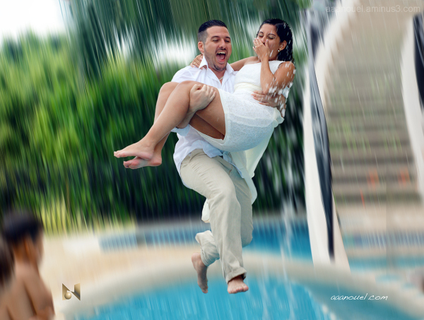 Punta Leona wedding jump water aaanouel COsta Rica