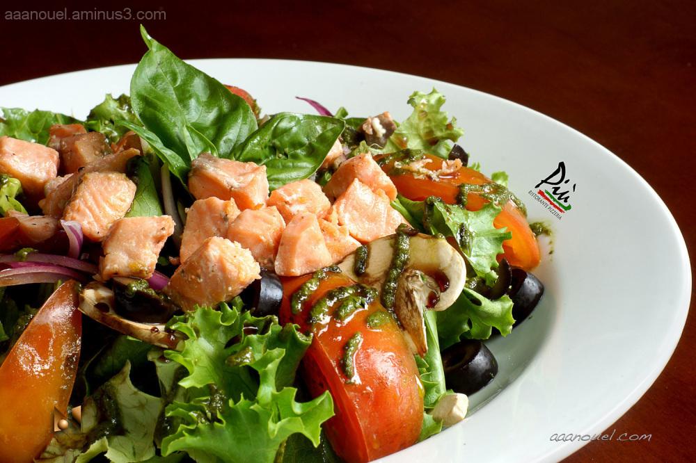 Salad salmon pesto tomato olive aaanouel PIU