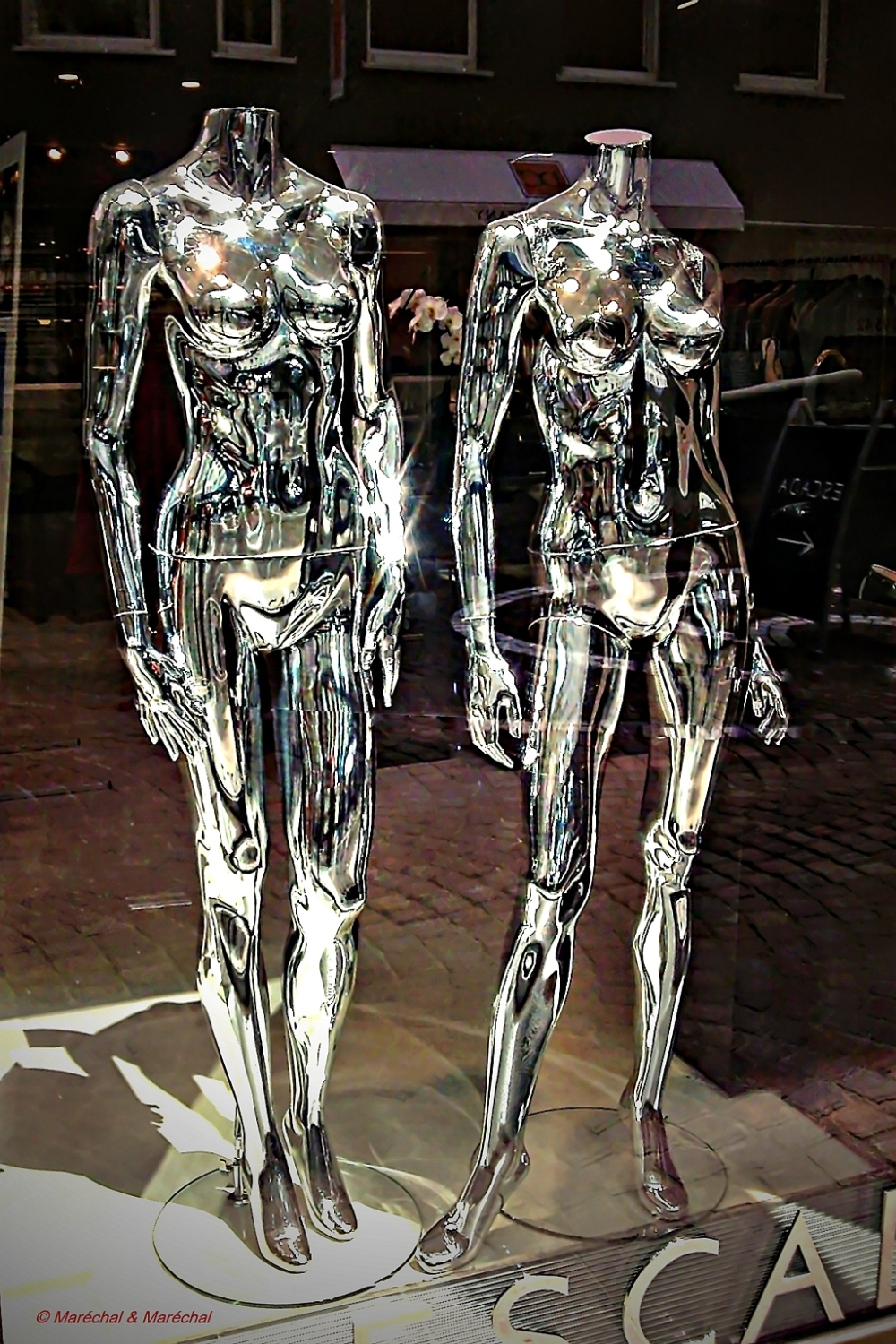 Display dummies from outer space