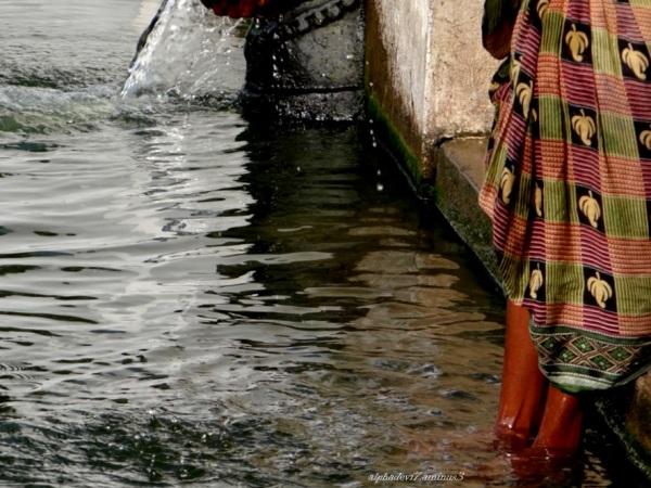 Washing her feet ?