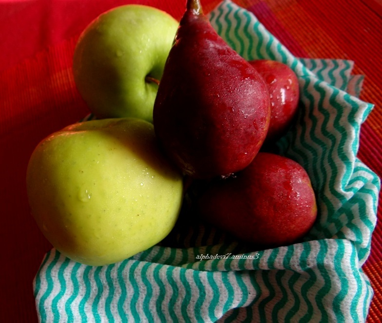 Green apples and red pears ...