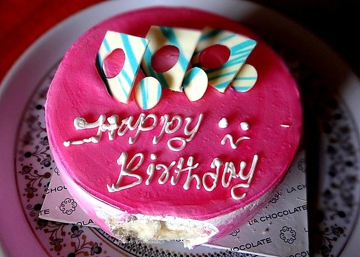 Mmmmmmmmmmmmmmmm..yummy cake..
