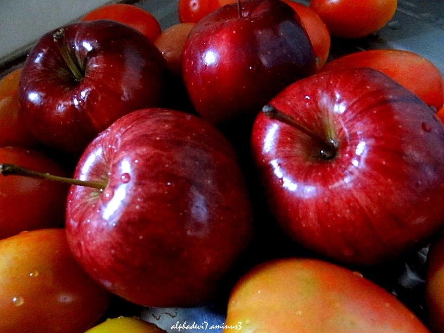 The apples :)))
