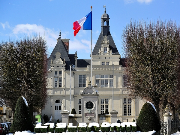 mairie town hall isle adam